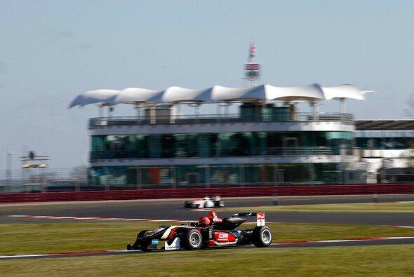 Start/Ziel-Sieg für Esteban Ocon beim Saisonauftakt der Formel 3 EM - Foto: FIA F3