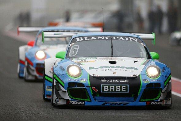 Zwei Farnbacher-Porsche beim Gastspiel des ADAC GT Masters 2014 in Oschersleben