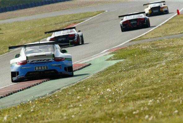 Für Philipp Frommenwiler/Sebastian Asch verlief das zweite Rennen turbulent - Foto: ADAC GT Masters