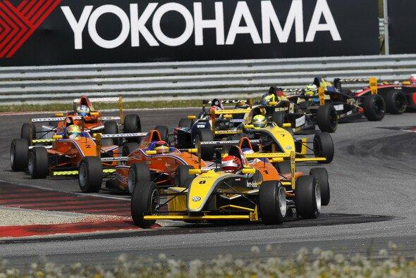 Mikkel Jensen gewinnt das erste von drei Rennen in Oschersleben