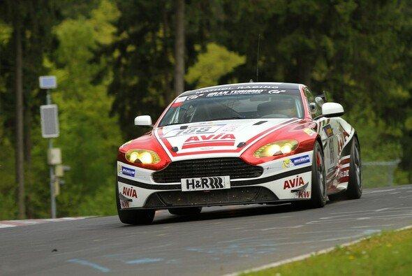 Endlich: Beim dritten VLN-Rennen feierte AVIA racing den ersten Klassensieg
