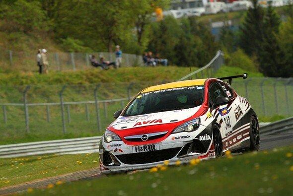 Stephan Kuhs steuert den Opel Astra OPC Cup von AVIA racing