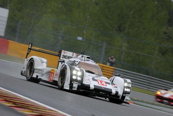 Porsche makierte im zweiten Freien Training die Bestzeit