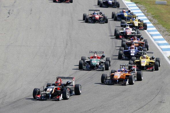 Esteban Ocon gibt derzeit den Ton in der Formel 3 EM an