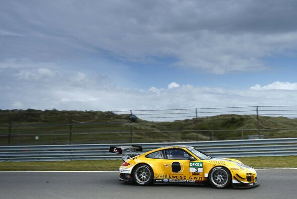 Porsche-Duo Kevin Estre/Jaap van Lagen gewinnt Regenrennen