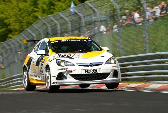 Tim Schrick und Hannu Luostarinen holten den zweiten Saisonsieg im Opel Astra OPC Cup