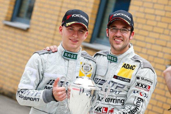 Maximilian Buhk (links) und Maximilian Götz nach ihrem Sieg am Samstag