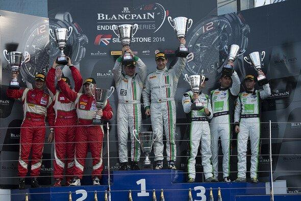Die beiden GT-Corse-Gentlemen-Kandidaten auf dem Podium in Silverstone