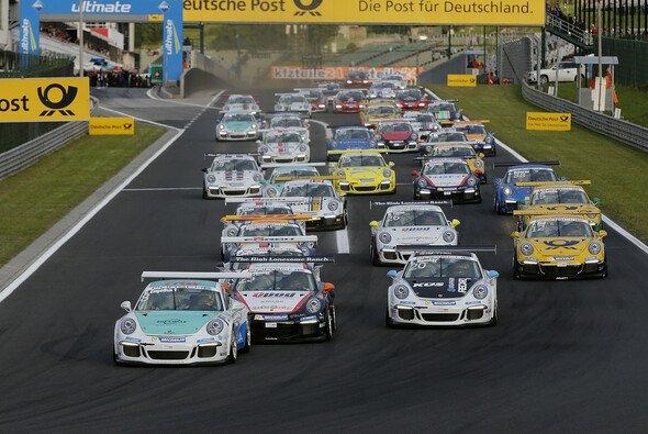 Christian Engelhart gewinnt das erste Rennen des Carrera Cup in Ungarn