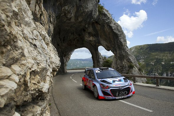 Bryan Bouffier testete den Hyundai i20 WRC auf Asphalt