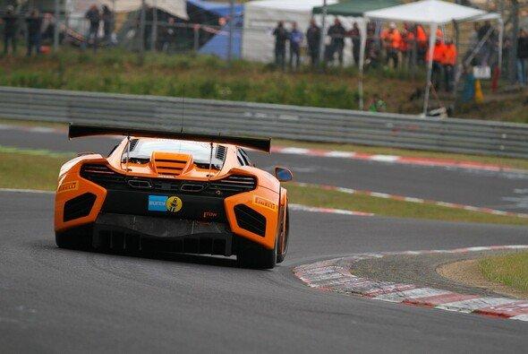 Beim Start übernahm der McLaren die Führung