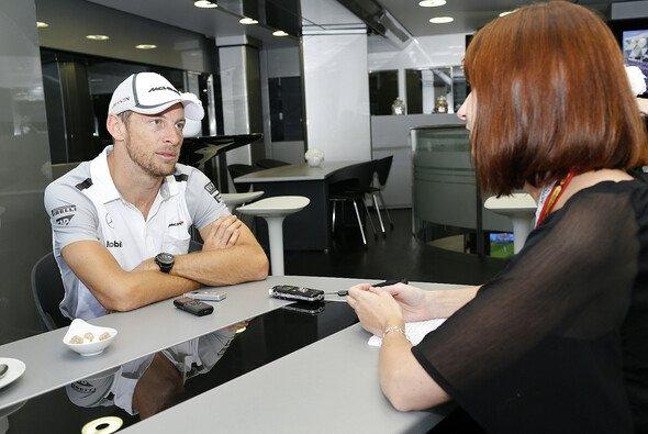Der erfahrenste aktive F1-Pilot im Gespräch mit Kerstin von Motorsport-Magazin.com - Foto: McLaren