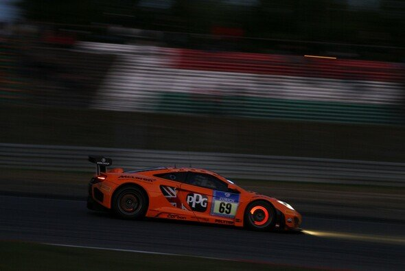Die Dörr-McLaren schieden am Nürburgring aus - Foto: Patrick Funk