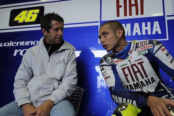 Valentino Rossi und Vater Graziano pflegen ein freunschaftliches Verhältnis - Foto: Milagro