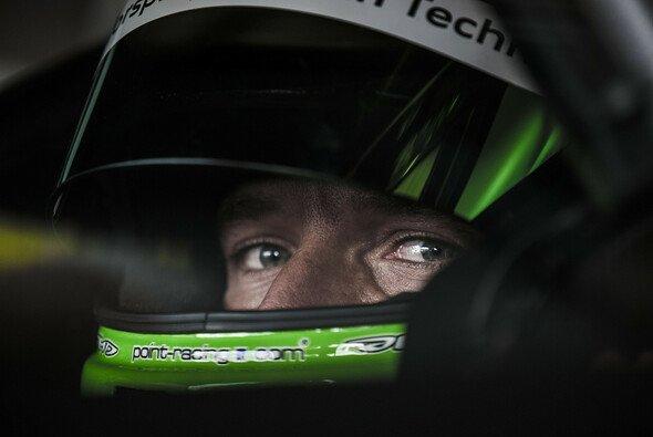 Timo Scheider fühlt sich sowohl auf vier als auch zwei Rädern wohl - Foto: DTM