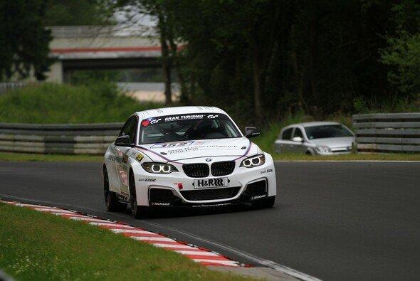 Jake Hughes ging im BMW M235i Racing von BMW Motorsport auf die Strecke