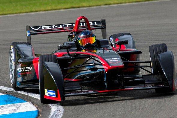 Nick Heidfeld hat es nicht leicht beim Debüt der Formel E - Foto: Formel E