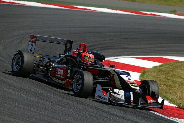 Ocon macht in Moskau eine gute Figur - Foto: FIA F3
