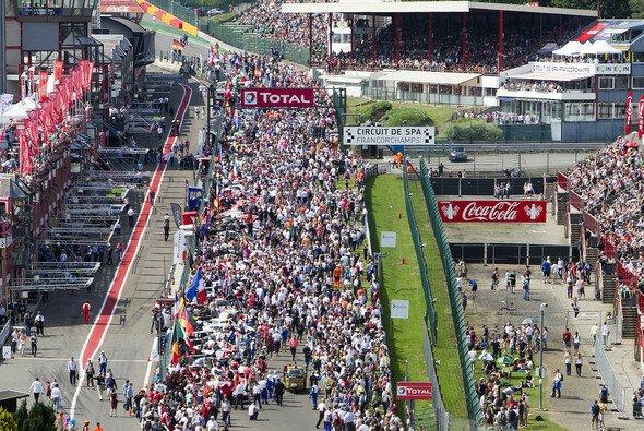 Es wird voll in Spa: Motorsport-Magazin.com sorgt mit exklusiven Interviews für Einblicke - Foto: Mercedes