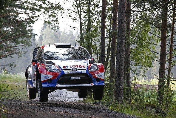 Robert Kubica ist erneut aus der Rallye - Foto: Ford
