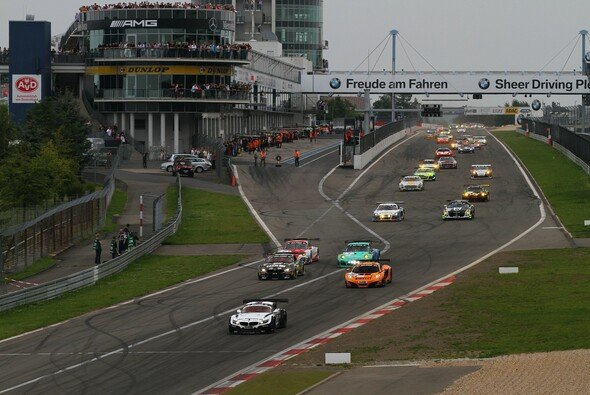 Beim Start war Schubert Motorsport noch in Front - Foto: Patrick Funk