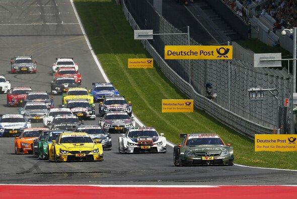 Am Start lief für Mercedes noch alles nach Plan - Foto: DTM