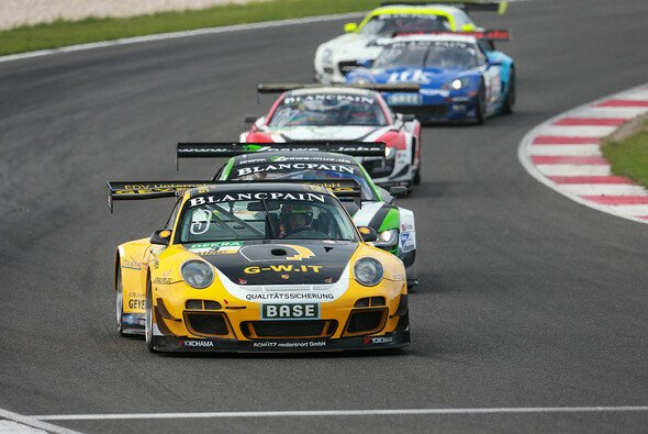 Das GW IT Racing Team am Slovakiaring - Foto: ADAC GT Masters