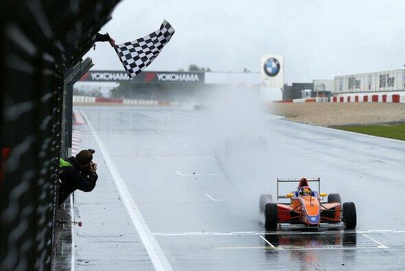Der Nürburgring zeigte sich von seiner feuchten Seite