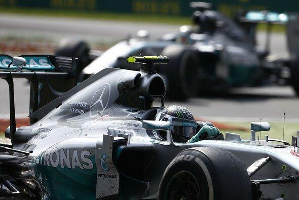 Das Silberpfeilduell findet nicht nur auf der Strecke statt - Foto: Mercedes AMG