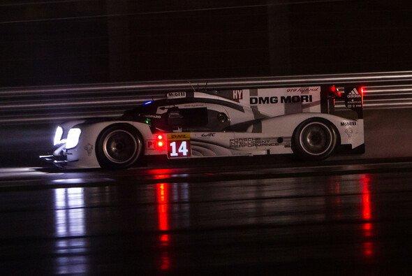 So lange vorn, am Ende unbelohnt: Der Porsche 919 Hybrid von Romain Dumas, Neel Jani und Marc Lieb - Foto: Adrenal Media
