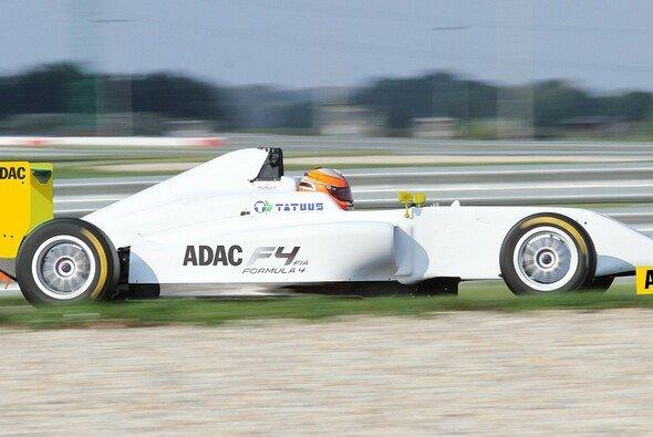 Timo Scheider steigt mit eigenem Team in die ADAC Formel 4 ab 2015 ein - Foto: ADAC