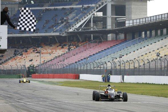 Dennis Marschall gewinnt drittes Rennen beim Saisonfinale - Foto: ADAC Formel Masters