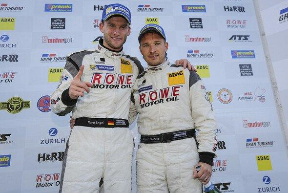 Maro Engel und Christan Hohenadel feierten den Sieg beim 6-Stunden-Rennen am Nürburgring - Foto: Rowe Racing