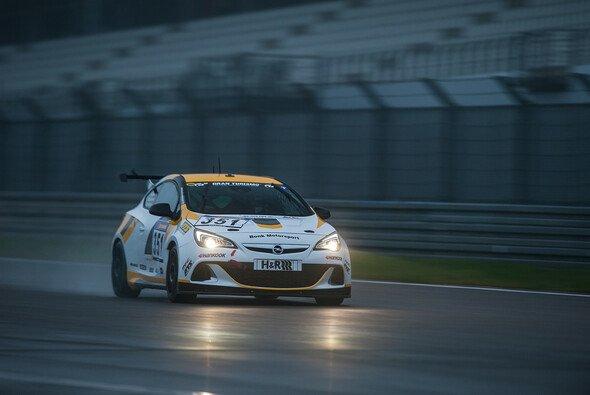 Alexander Mies fuhr im Bonk-Opel auf die vierte Position - Foto: Jochen Merkle