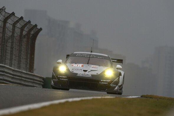 Mit einigen Schwierigkeiten kämpfte sich Proton Competition ins Ziel in Shanghai - Foto: Porsche