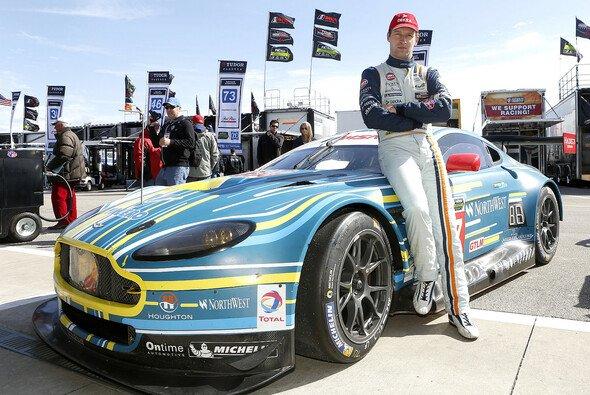 Stefan Mücke fährt in Daytona einen Aston Martin Vantage GTE - Foto: Alexander Trienitz