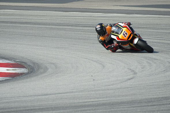 Stefan Bradl bekommt es wohl wieder mit Hector Barbera zu tun - Foto: Forward Racing