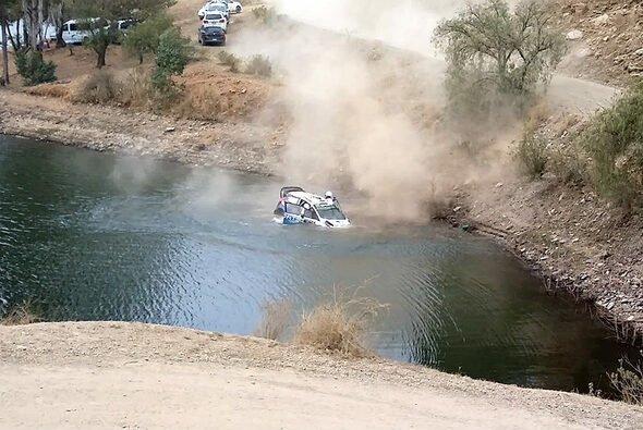 Ott Tänaks Bolide versank in einem Wasserreservoir - Foto: M-Sport