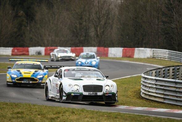 Bentley schnappte sich bei widrigen Bedingungen die Pole-Position - Foto: Patrick Funk