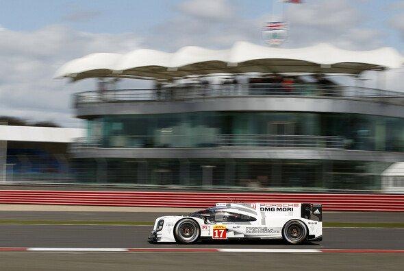 Starker Auftakt von Porsche, später brach die Pace ein - Foto: Porsche