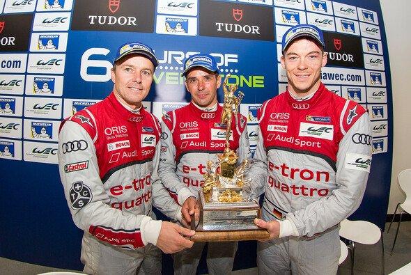 Marcel Fässler, Andre Lotterer und Benoit Treluyer stemmen zum ersten Mal die RAC Tourist Trophy - Foto: Adrenal Media