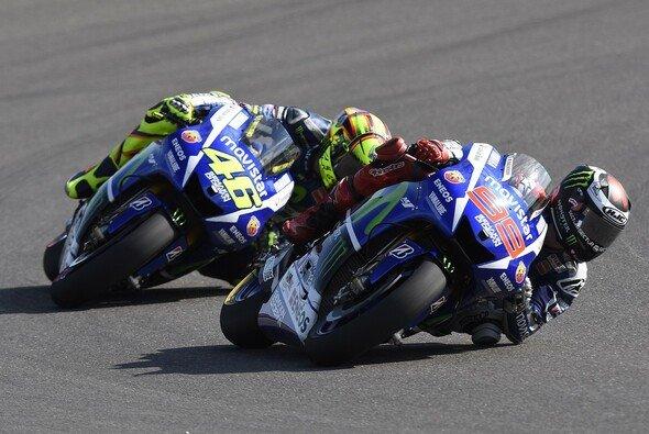 Das Duell Rossi gegen Lorenzo geht in Misano in die nächste Runde - Foto: Yamaha