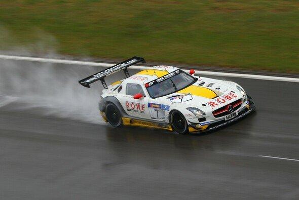Der Rowe-Mercedes kämpfte sich durch den Regen - Foto: Patrick Funk