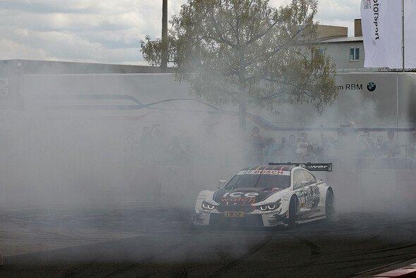 Der Rauch der Siegerdonuts aus dem Vorjahr hat sich verzogen - harte Arbeit ist angesagt - Foto: BMW