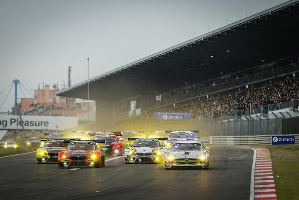 Der Start zum diesjährigen 24-Stunden-Rennen auf dem Nürburgring - Foto: Patrick Funk