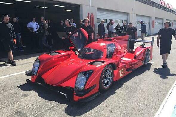 Rollout: In jungfräulichem Rot präsentierte sich der R-One bei seiner Jungfernfahrt mit AER-Motor - Foto: Rebellion Racing/Twitter