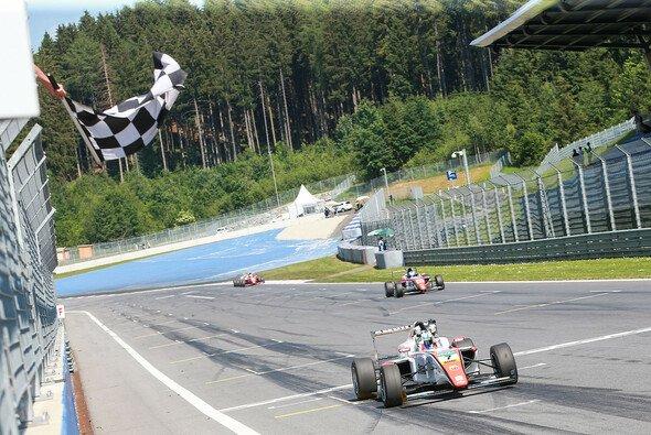 Joel Eriksson gewinnt auf dem Red Bull Ring - Foto: ADAC Formel 4