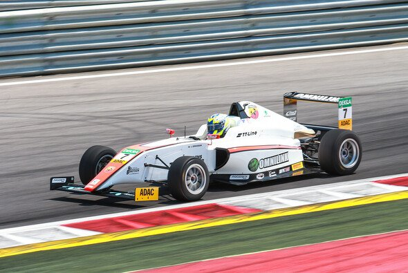Doppel-Pole für Joel Eriksson - Foto: ADAC Formel 4