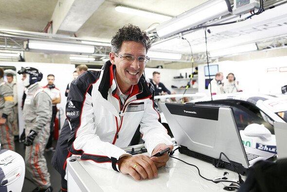 Porsche-Motorsportchef Dr. Frank-Steffen Walliser lebt für den Motorsport und die Serie - Foto: Porsche