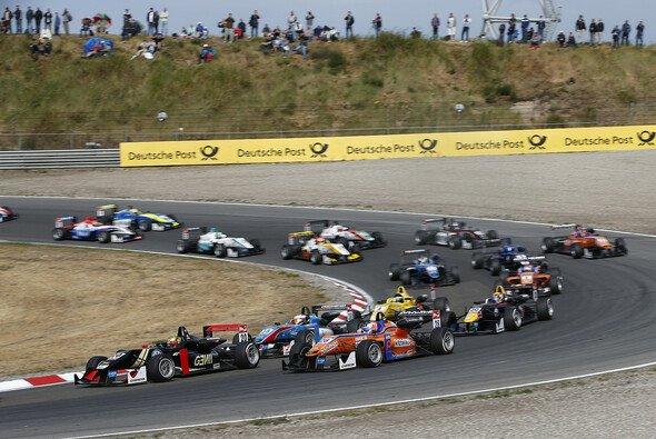 Auf dem Red Bull Ring liefern sich die Formel-3-Piloten ihre nächsten Duelle - Foto: FIA F3